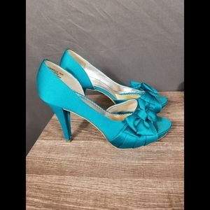 4 for $10- teal green heels size 8.5M